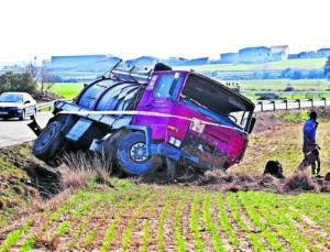 El camió contra el qual va xocar el tot terreny del veí de Sort que va morir