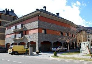 L'edifici consta de 16 habitatges de luxe completament moblats