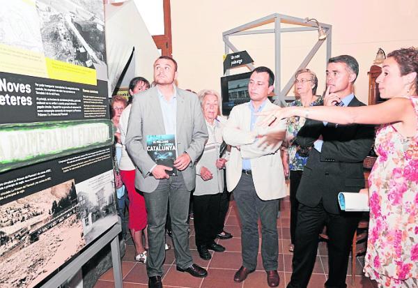 Ivan Tibau, durant la seua visita a l'exposició (foto: Ajuntament de Sort)