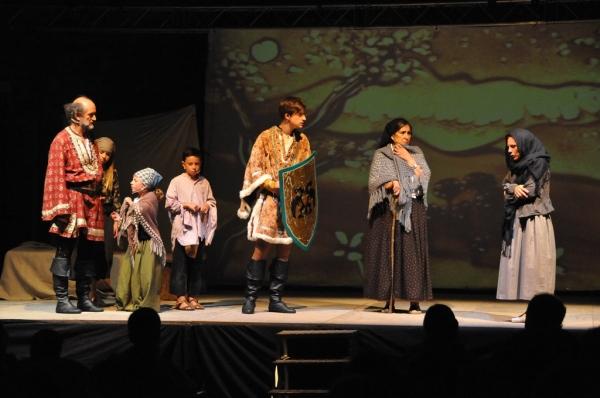 """Imatge de l'estrena de la representació teatral """"Hug, lo darrer comte"""", en el marc de les sisenes Festes del Setge d'Olp, el dijous 15 d'agost (foto: Josep de Moner)"""