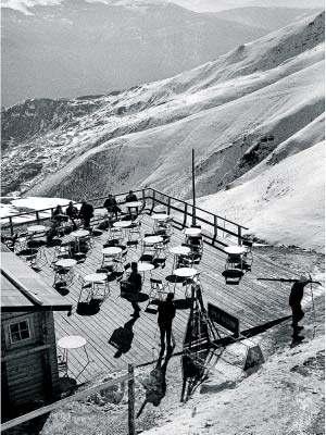 Ton Sirera: Terrassa del restaurant, estació d'esquí de Llessui, 1968