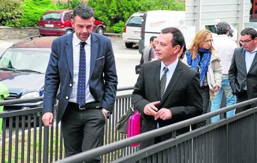 El conseller Santi Vila, amb l'alcalde de Sort i president del Consell Comarcal del Sobirà, Llàtzer Sibís (foto: ACN)