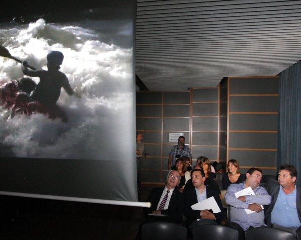 Les autoritats en un moment de la presentació d'ahir, a Salt (foto: Lluís Serrat)