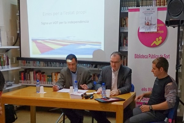 La Biblioteca Pública acogió ayer la presentación de un libro (foto: Ajuntament de Sort)