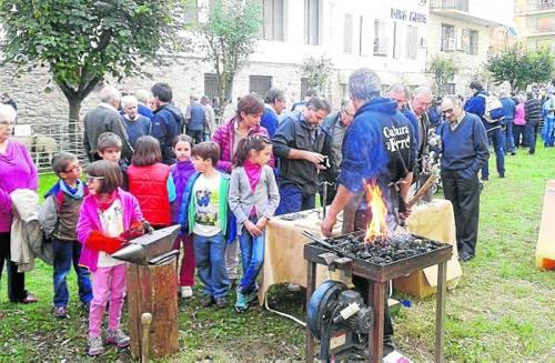 Demostració infantil de forja a la Fira de Sort (foto: Ajuntament de Sort)