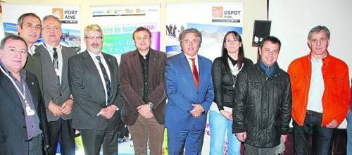 Ticó (quart per la dreta) va viatjar a Sort per presentar la temporada d'esquí al Pallars Sobirà (foto: Marta Lluvich/ACN)