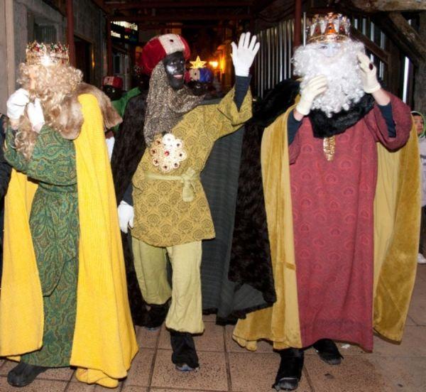 La denúncia es manté i aniran a judici · La denúncia dels Mossos d'Esquadra contra Melcior, Gaspar i Baltasar es manté i els tres Reis Mags aniran a judici en les pròximes setmanes (foto: Marta Lluvich/ACN)