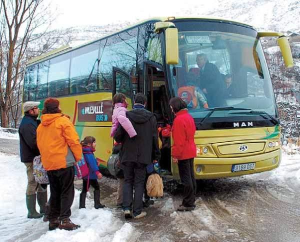 A pesar de la nevada, el servicio de transporte escolar funcionó con normalidad en el Pallars Sobirà (foto: Marta Lluvich/ACN)